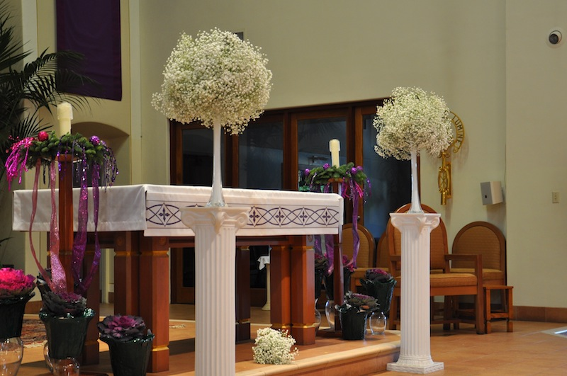 Babys breath wedding trend winter white flowers how to wire babys breath altar look from side view junglespirit