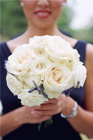 white bridesmaid - White Garden Rose Bouquet