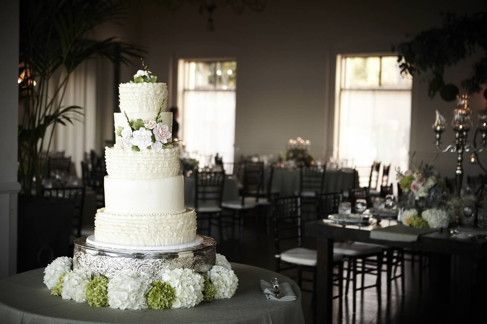 Wedding flowers for cake