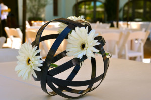 beaweddinghero-flowerduet-gerber-navy-wedding-sphere