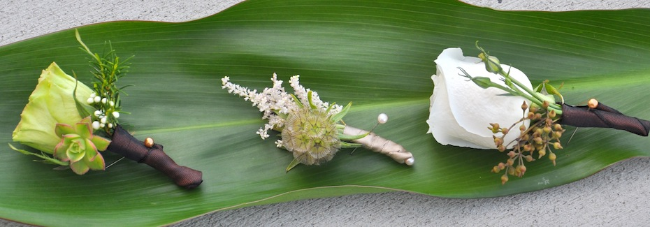 Green and Cream Boutonnières by Flower Duet