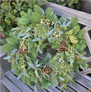 Californai Wreath by Flower Duet
