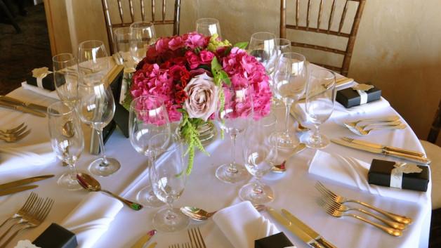 https://flowerduet.com/wordpress/wp-content/uploads/2014/06/centerpiece-pink-hydrangea-628x353.jpg