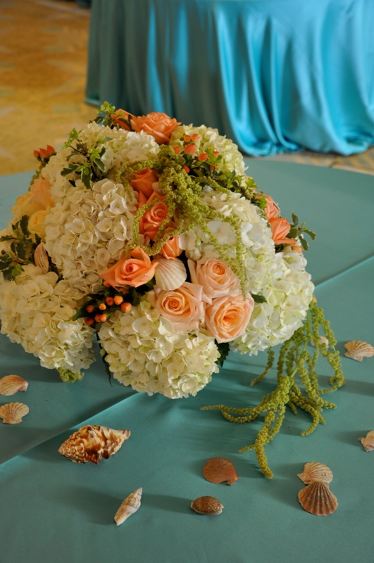 flowerduet-terranea-beach-wedding-theme-low-centerpiece