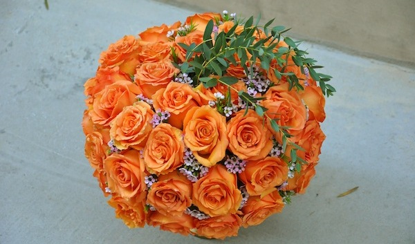 http://flowerduet.com/wordpress/wp-content/uploads/2014/10/flowerduet.com-rose-flower-centerpiece-halloween-centerpiece-600x353.jpg
