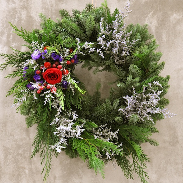 flower-duet-christmas-wreath-design-organic-purple-red-flowers