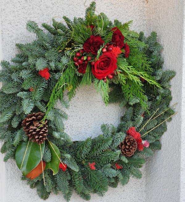 flower-duet-christmas-wreath-design-red-reindeer-moss