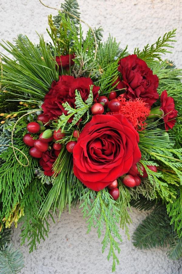 flower-duet-christmas-wreath-design-red-roses
