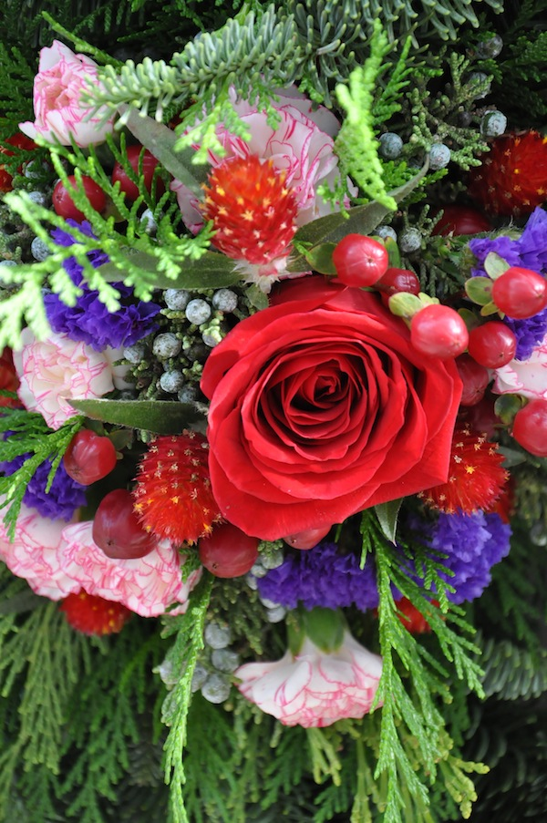 flower-duet-christmas-wreath-design-red-white-purple-flowers
