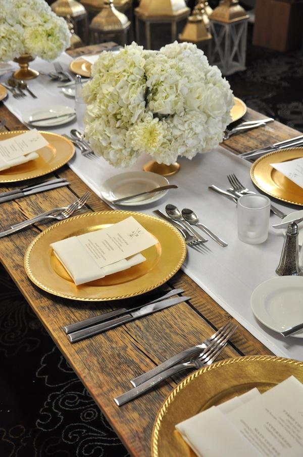 Golden Glamor Table Setting