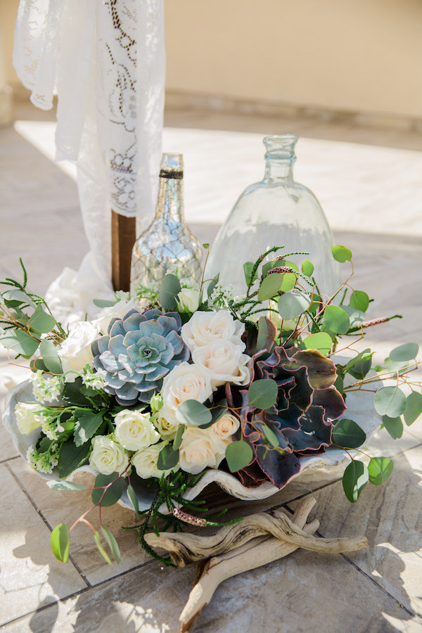 Under the sea floral ideas for ocean-themed wedding.