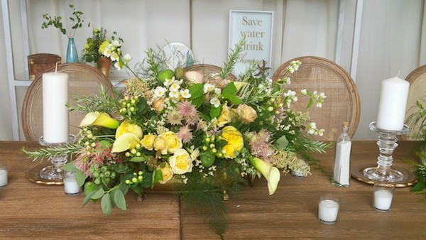 muted-yellow-rose-centerpiece