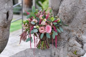 Our floral trends newsletters will talk about flowing organic bridal bouquet by Flower Duet in dark and light pink.