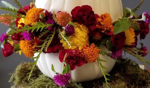 https://flowerduet.com/wordpress/wp-content/uploads/2017/10/flowerduet-fall-floral-pumpkin-2017-600x353.jpg