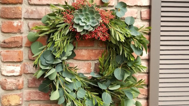 https://flowerduet.com/wordpress/wp-content/uploads/2017/11/wreath-fall-euc-pepper-628x353.jpg