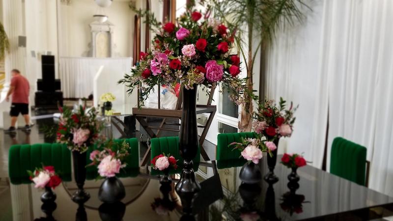Flower Duet pink flowers in black vases