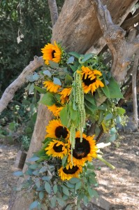 flowerduet-ranch-sunflower-arch-detail-side