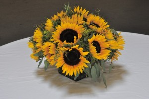 flowerduet-summer-sunflower-centerpiece