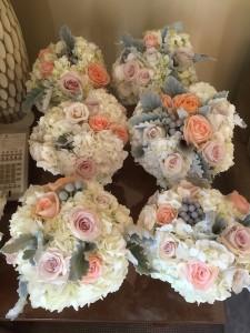 brideandbridesmaids-bouquets