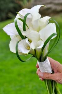 flowerduet-mini-calla-bouquet