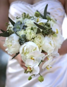 winter-white-bridal-bouquet
